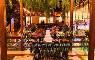 Mesa de bolo decorada para casamento